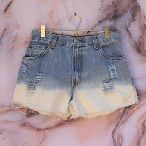 Vintage Levi's 550 High Rise Distressed Shorts 10